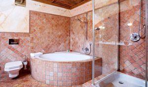 Bathroom of room No. 10 with corner bath