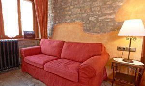 Zimmer 12 mit einem Sofa