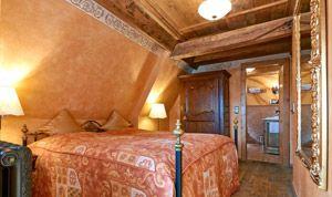 Ungewöhnlich geschnittenes Dachzimmer 30