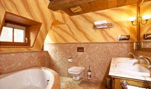 Bad mit Badewanne in Zimmer 30