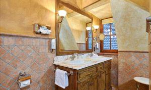 Großer Spiegel im Bad von Zimmer 31